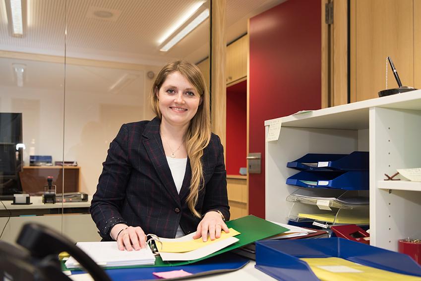 Schule-am-Ilmer-Barg-Kollegium-Sekretärin-Valentina-Engel